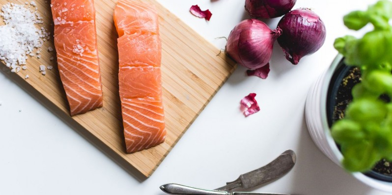 foodiesfeed.com_raw-salmon-fillets4